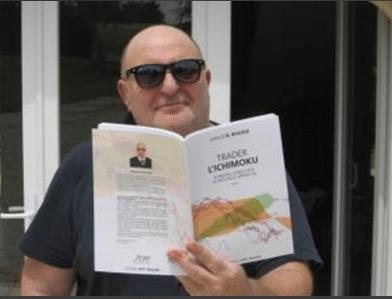 photo de feu Pierre Georges président atpf-trading lisant le livre trader l'ichimoku tome 1 de khalid el bouzidi